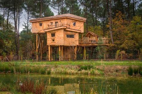 maisons dans les arbres maison dans les arbres picture of center parcs domaine le bois aux daims les trois moutiers