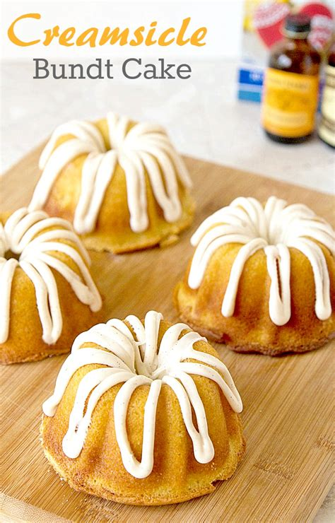 These homemade mini bundt cakes make great wedding favors when packaged in individual gift boxes. Mini Creamsicle Bundt Cake | Its Yummi