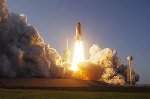 Picture of the Day: Space Shuttle Discovery Takes Flight ...