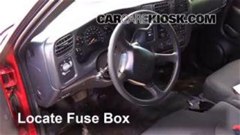 Hiding Fuse Box Car by Interior Fuse Box Location 1994 2004 Chevrolet S10 1999