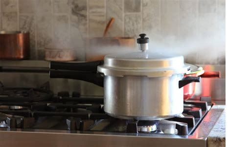 pressure vs cooker instant pot cookers stovetop should whistle depending hiss annoyance cook comfort guys them which these
