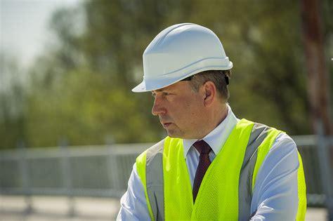 Satiksmes ministrs apsekos reģionālo autoceļu remontdarbus ...