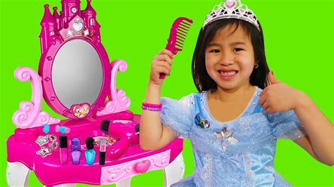 Princess Makeup Routine Pretend Play With Jannie Youtube