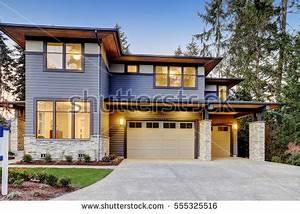 Garage Bellevue : luxurious new construction home bellevue wa stock photo 555325516 shutterstock ~ Gottalentnigeria.com Avis de Voitures