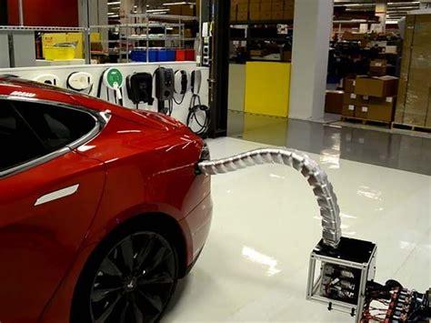 ವಿದ್ಯುತ್ ಕಾರಿಗೆ ಚಾರ್ಜ್ ಮಾಡಿಸಲು 'ಲೋಹದ ಹಾವು' | Tesla car, Tesla motors, Tesla