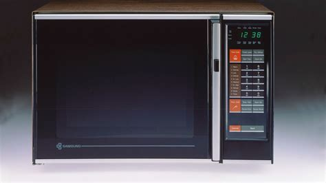 The Microwave Is Dying. Long Live the Toaster Oven.