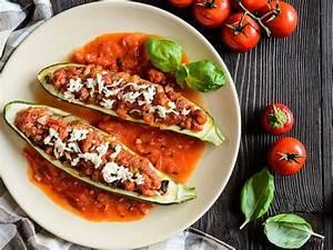 Zucchini Tomaten Gemüse : gef llte zucchini mit tomaten gem se sauce ~ Whattoseeinmadrid.com Haus und Dekorationen