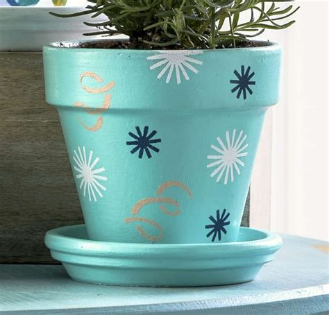 decorating flower pots how to decorate clay pots for an herb garden mod podge rocks