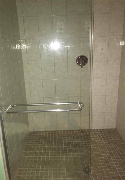 cleaning shower doors clean glass shower doors what really works