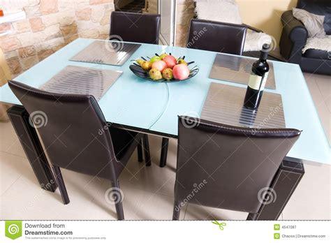 table cuisine moderne table de cuisine moderne avec des fruits un vin