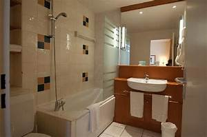 Bedroom picture of citadines montmartre paris paris for Weird bathrooms