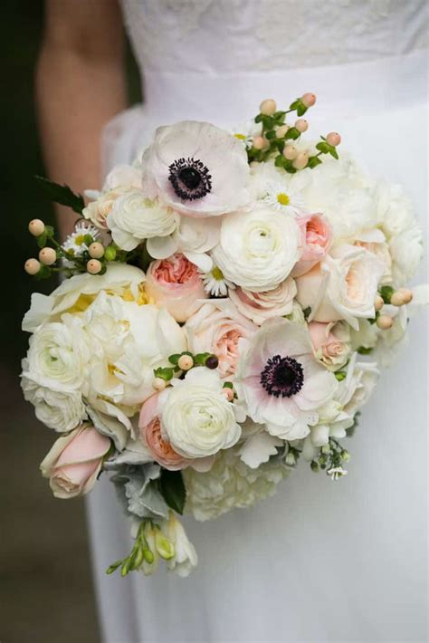 beautiful wedding bouquets     hold