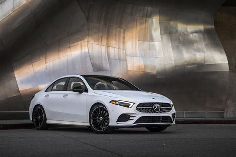 Mercedes still has full confidence in the sedan business, offering a variety of models as small as the gallery: Mercedes-Benz Showcases 2019 A-Class Sedan For U.S. Market - autoevolution