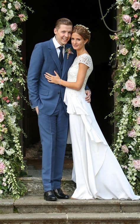 divorcee        wedding dress