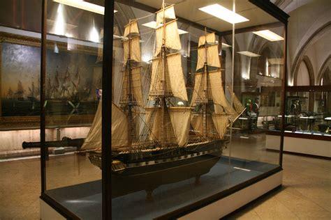 Photos of 19th century frigate model in the Museu de ...