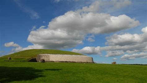 ireland newgrange burial mound  photo  pixabay