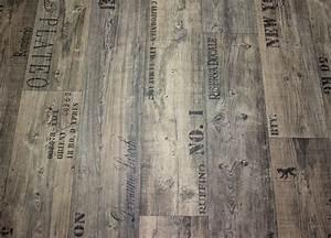 Pvc Bodenbelag Laminatoptik : designbodenbelag aus pvc renovierungs magazin ~ Markanthonyermac.com Haus und Dekorationen