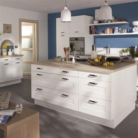 cuisine gris clair et blanc cuisine kadral en bois blanc castorama prix 599