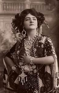 File:Lily Elsie in The Merry Widow.jpg - Wikipedia