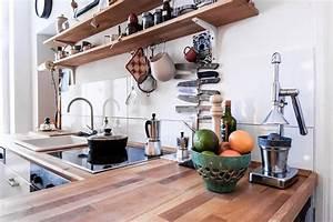 Küchen In Holzoptik : gem tliche k chen einrichtung in berliner 3 zimmer altbauwohnung regalplatten ber herd und ~ Markanthonyermac.com Haus und Dekorationen