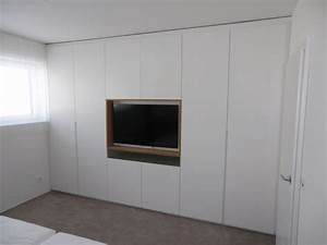 Kleiderschrank Tv Integriert : kleiderschrank mit tv in schleiflack ral 9016 ~ Lizthompson.info Haus und Dekorationen