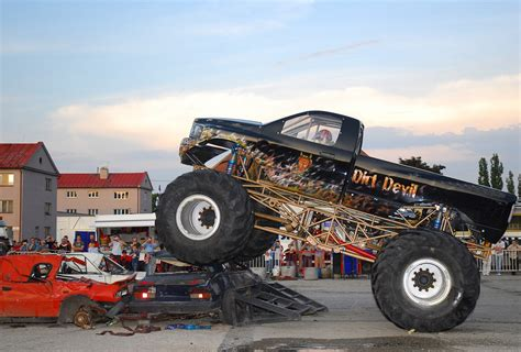 monster trucks videos truck wallpaper crazy monstertrucks