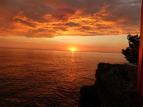 Negril Catamaran Cruise With Sunset At Rick S Cafe by Sunset Picture Of Rick S Cafe Negril Tripadvisor