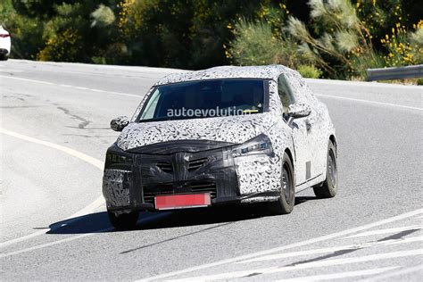 renault europe 2019 renault clio spied in southern europe autoevolution