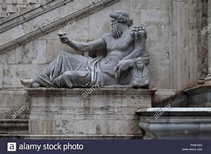 Ancient Roman Statue Stock Photos & Ancient Roman Statue ...
