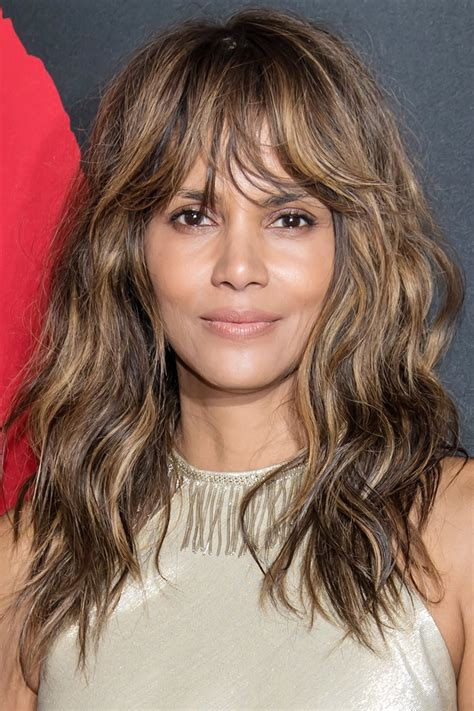 Hairstyles For Faces by The Most Flattering Haircuts For Oval Shapes
