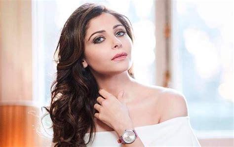 Bollywood's 'Chittiyaan Kalaiyaan' singer Kanika Kapoor ...