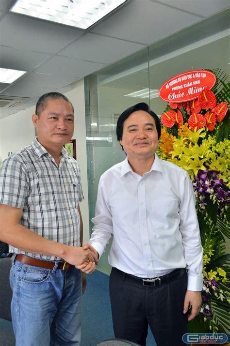 Ông là ủy viên dự khuyết trung ương đảng khóa. Bộ trưởng Phùng Xuân Nhạ thăm và chúc mừng Báo điện tử ...
