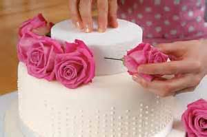 decorating cakes with fresh flowers sewandso ideas