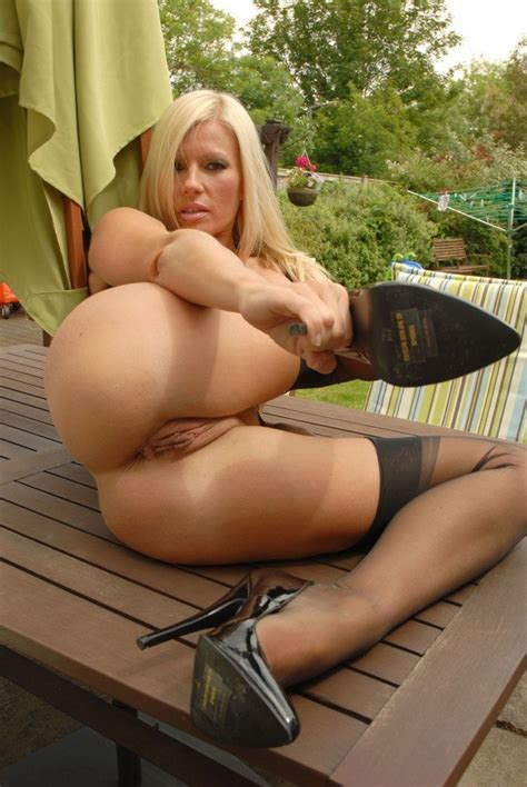 Busty Michelle Thorne Outdoors Flashing And Fingering Of