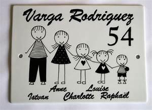 Plaque De Maison Originale : plaque de maison famille personnalisable blanc et noir avec pr noms plaques pinterest ~ Teatrodelosmanantiales.com Idées de Décoration