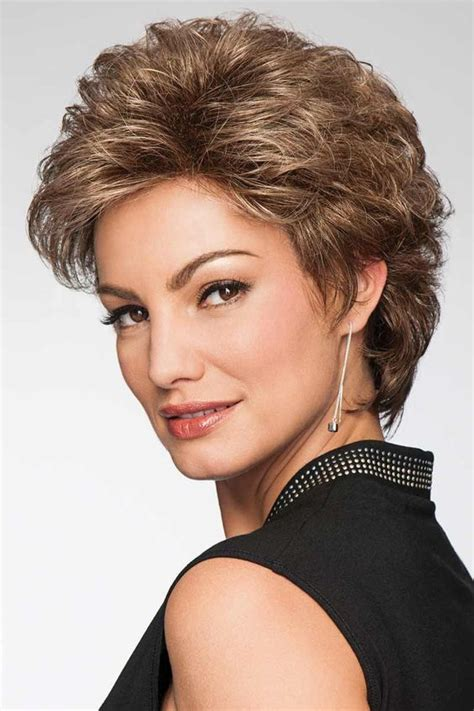 ShorterHairstyle for Women Over 50 with Fine Hair 4