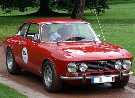 File:Alfa Romeo 2000 GTV Bertone red vr.jpg - Wikipedia