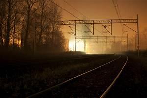 图片素材 : 跟踪, 多雾路段, 日出, 日落, 薄雾, 阳光, 早上, 幽灵般的, 有雾, 晚间, 黑暗, 电力 ...