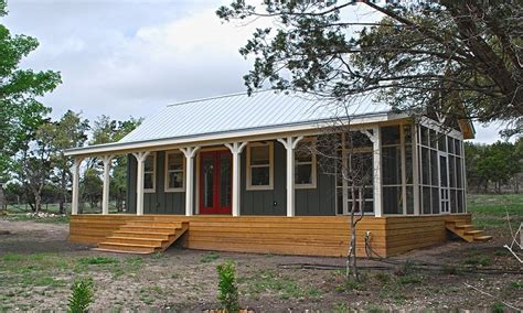 small cottage house  porch small cottage house plans