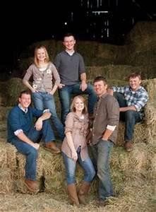 large family poses on Pinterest