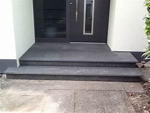 Hauseingang Treppe Modern : eingangspodest aus basalt haus ~ Yasmunasinghe.com Haus und Dekorationen