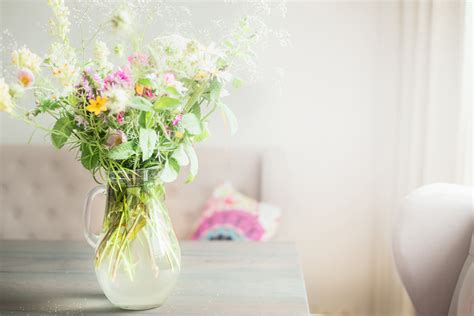 Tips To Make Cut Flowers Last Longer