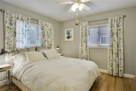 Bedroom Vs Window by Balancing An Center Window Bed With Curtains