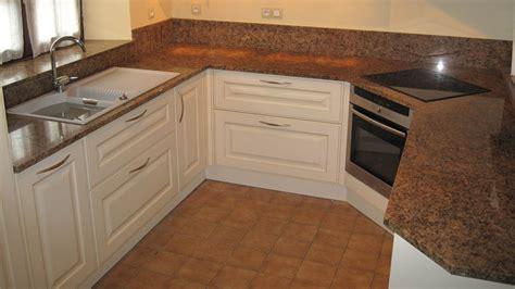 p駻鈩e cuisine cuisine plan de travail de cuisine classique clair en granit