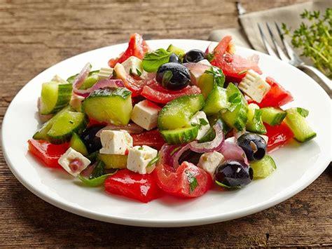 cuisine grecque recettes salade grecque une recette soscuisine