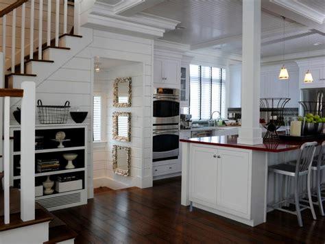 column style floor ls 12 cozy cottage kitchens hgtv