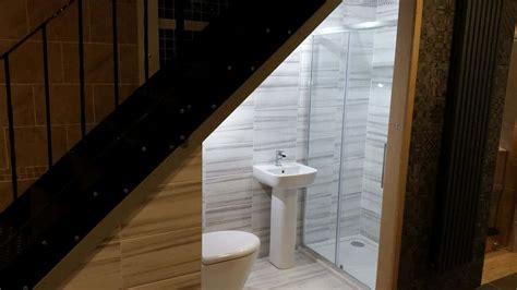 banheiro embaixo da escada total construcao