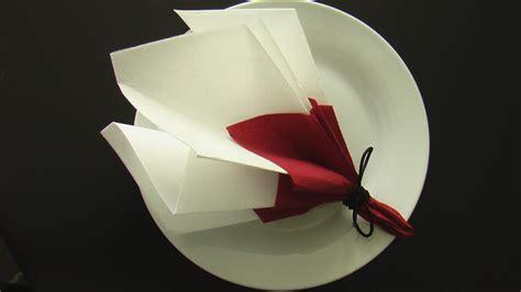 comment plier une serviette en forme de bouquet de
