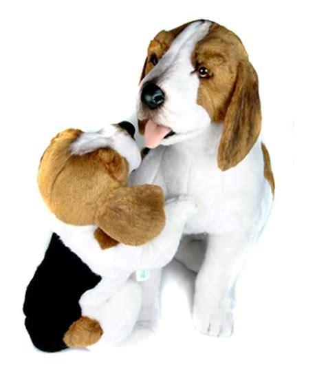 peluche beagle avec b 233 b 233 assis 50 cm chez doudou shop