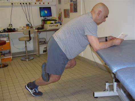 j ai mal au genou quand je monte les escaliers 28 images 22 exercices j ai mal au genou je